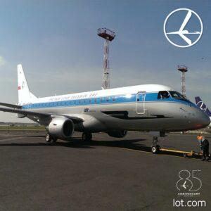 Embraer 175 LOT w retro malowaniu