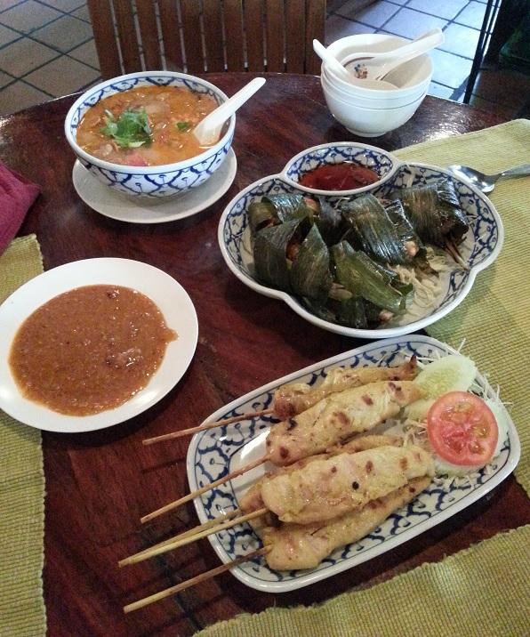 Tajlandia - część posiłków podczas obiadu