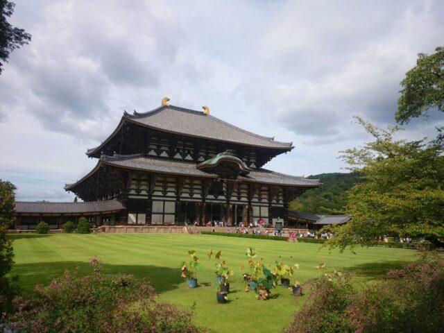 Pałac w Narze