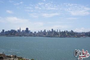 Alcatraz - widok na miasto. Przy dobrym wietrze słychać wyraźnie odgłosy miasta.