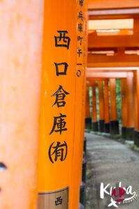 """Słynne """"czerwone bramy"""" - Fushimi Inari-Taisha. Kioto."""
