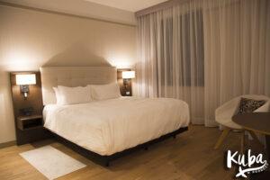 AC Hotel by Marriott Wrocław - łóżko