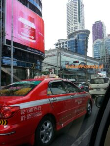 Czerwone taxi. Bangkok
