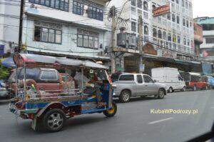 Jeden z tuk-tuków w Bangkoku.