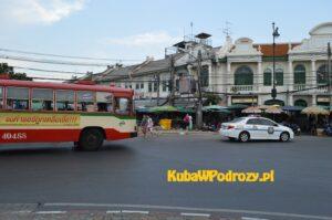 Typowy autobus komunikacji miejskiej w Bangkoku (raczej w dobrym stanie)