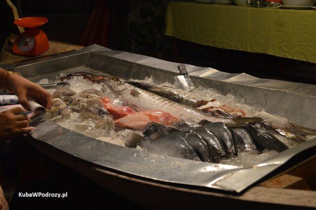Railay - świeże ryby serwowane przez jedną z restauracji