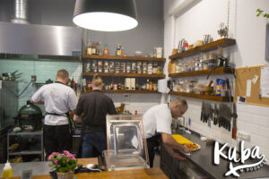 Stół na Szwedzkiej kuchnia