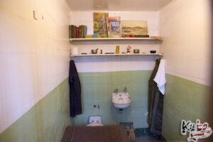 Alcatraz - cela wieloletniego skazanego, który zasłużył sobie na dodatkowe rzeczy w celi.
