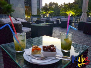 Pullman Bucharest World Trade Center - patio hotelowego baru